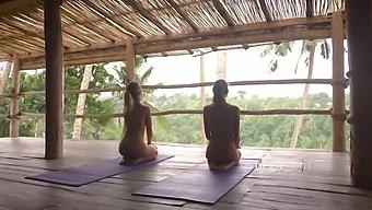 Blase Hintern Blondine Yoga